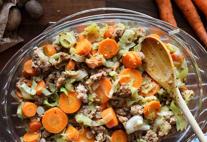 Ovenschotel-met-gehakt-aardappels-prei-en-wortel