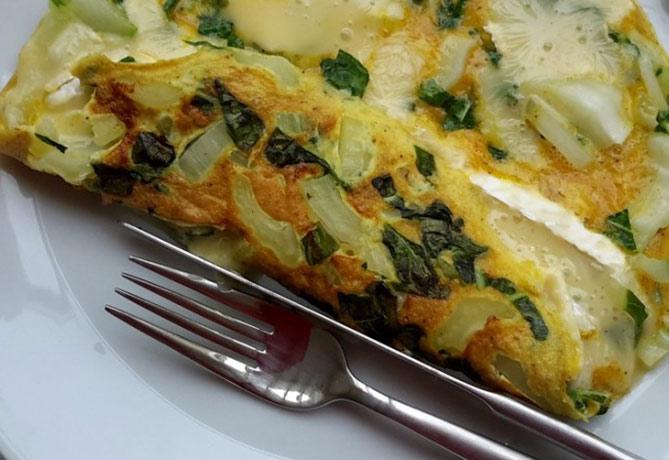 paksoi-frittata-met-camembert-koolhydraatarm-recept-06-1170x500
